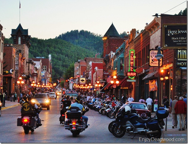 photo motorcycles on Deadwood SD main street